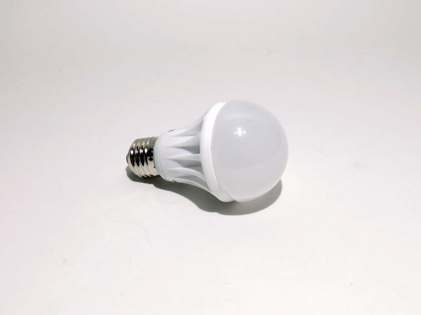 E27 LED Bulb 7W LB60 matt warmweiß