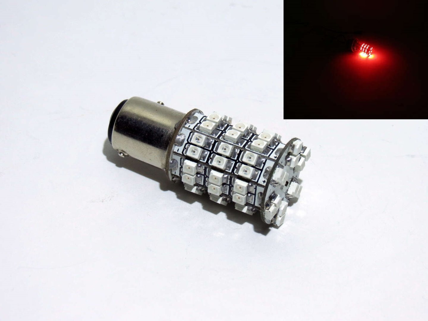BAY15d 2 Phasen 60 LED SMD 10-30V 20/120 Lumen Rot